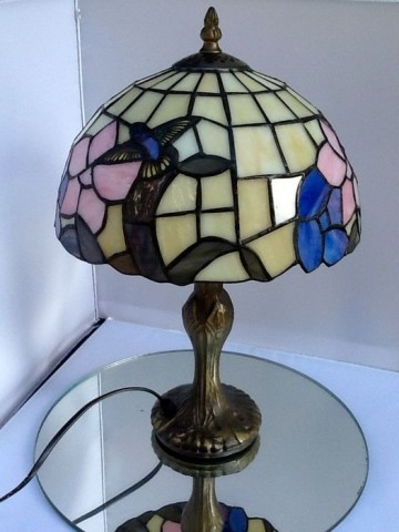 tiffany lamp met kolibrie lampen de colibri antiek en curiosa. Black Bedroom Furniture Sets. Home Design Ideas